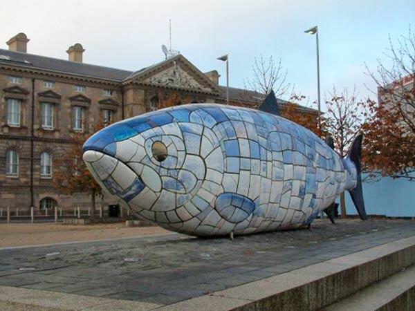 Белфаст – скульптура Большой Рыбы